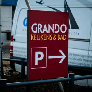 Belettering - Bewegwijzering Grando Hoogvliet - Portfolio Brouwers Reklame